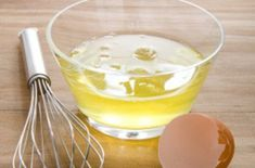 egg whites to get rid of stretch marks - Eggs contain protein in high quantities. For getting rid of stretch marks, make sure that you only make use of those egg whites which contain proteins and amino acids. Use a fork to whip the whites of 2 eggs. Pimples On Face, Oily Face, Homemade Beauty Tips, Beauty Tips For Hair, Beauty Secrets, Tightening Face Mask, Upper Lip Hair, How To Cure Pimples, Peau D'orange