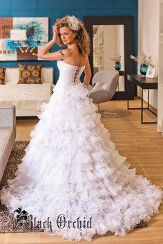 Wedding dress. Tightening corset. Ruffle от BlackOrchidFashion