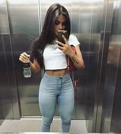 Suffice it to say, casual summer outfits are what we live in this time of year—and since we suspect many of you feel the same way, we've compiled 40 o. Superenge Jeans, Sexy Jeans, Runway Models, Girl Fashion, Fashion Outfits, Womens Fashion, Fashion Trends, Looks Pinterest, Summer Outfits