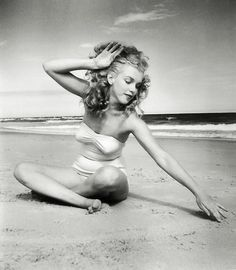 This is one of my favorite pictures of Marilyn Monroe (then Norma Jean). Marilyn Monroe at Tobay Beach, Long Island Divas, Catherine Deneuve, Joe Dimaggio, Portraits, Portrait Photographers, Norma Jeane, Rare Photos, Rare Pictures, Beautiful Pictures
