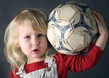 Πώς να γίνει η κόρη σας δυναμική Soccer Ball, Sports, Hs Sports, European Football, European Soccer, Soccer, Sport, Futbol