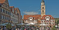 Bad Mergentheim (Baden-Württemberg): Bad Mergentheim ist eine Stadt an der Tauber im fränkisch geprägten Nordosten Baden-Württembergs, etwa 35 km südwestlich von Würzburg bzw. 56 km nordöstlich von Heilbronn. Vor der Bildung des Landes Baden-Württemberg war es die nördlichste Stadt Württembergs. Heute ist sie nach Wertheim die zweitgrößte Stadt des Main-Tauber-Kreises und ein Mittelzentrum. Bad Mergentheim wurde im Jahr 1058 erstmals erwähnt und war von 1526 bis 1809 Dienstsitz des…