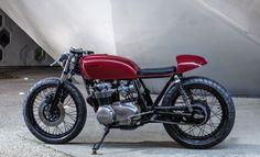 Beautiful Honda CB550 Cafe Racer by Bad Winners. Perfecta #Honda con una terminación muy limpia y ordenada. Además de un bonito color rojo #caferacer #motorcycles | caferacerpasion.com