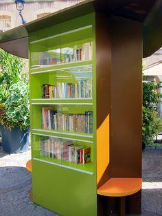 Free book kiosk (Read on the spot, borrow, take, bring your owns) www.bibliotheeklangedijk.nl