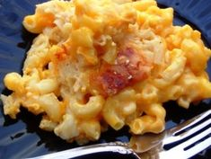 This recipe for Slow Cooker Mac & Cheese is less than 300 calories per serving. With all the taste and half the fat, you can easily enjoy a second serving #CrockPot #SlowCooker #recipe
