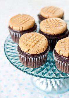 Peanut Butter Cookie Cupcake. It looks like a peanut butter cookie on top, but it's actually frosting!