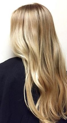 A seamless mix of butter and honey blonde highlights. Hair color by Gina Bottoni. Butter Blonde Hair, Blonde Hair Looks, Strawberry Blonde Highlights, Hair Highlights, Platinum Blonde Balayage, Balayage Hair, Rapunzel, Honey Hair, Blonde Honey