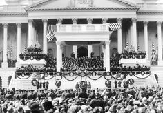Chief Justice Edward White gives the Oath of Office to Warren Harding on March 1921 on the East Front of the U. List Of Us Presidents, Republican Presidents, Black Presidents, American Presidents, American History, Presidential Speeches, Presidential Portraits, Presidential Inauguration, Warren Harding