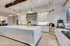 The property 10851 E Wingspan Way, Scottsdale, AZ 85255 is currently not for sale. Elegant Kitchens, Luxury Kitchens, Beautiful Kitchens, Home Kitchens, Luxury Kitchen Design, Dream Home Design, House Design, Kitchen Layout, Kitchen Decor