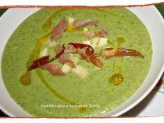 Ricetta Vellutata di broccoli con speck croccante e fonduta di formaggio - Petitchef