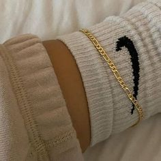 8 Outfits That Prove Nike Socks Are Fashions Latest It Item Look Fashion, Girl Fashion, Fashion Poses, Fashion Editorials, Lolita Fashion, Fashion Dresses, Jewelry Trends, Jewelry Accessories, Vintage Accessories