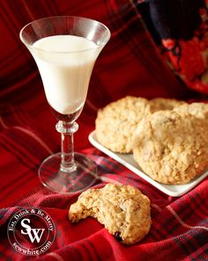 Cranberry and White Chocolate Christmas Cookies are my favourite bake at Christmas. The creamy white chocolate and sweet cranberries are fantastic together. Chocolate Christmas Cookies, White Chocolate Cookies, White Chocolate Chips, Peanut Butter Cookies, Yummy Cookies, Cranberry Cookies, Cookie Calories, Orange Recipes, Cookies And Cream