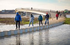 Rising water levels don't cause many problems for this bridge in the Dutch city of Nijmegen – it can still be accessed even when the path on either side is flooded, thanks to a series of concrete stepping stones. Landscaping Supplies, Landscaping Company, Water Architecture, Architecture Details, Flood Mitigation, Water Flood, Raised Bed Garden Design, River Park, Bridge Design