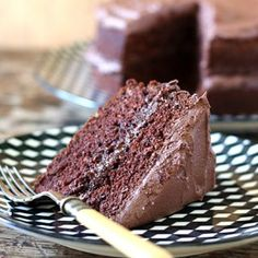 The Best Vegan Chocolate Cake This BEST vegan chocolate cake recipe is quick and easy with no unusual ingredients. Hundreds of readers have loved this moist fluffy vegan chocolate cake. Vegan Dessert Recipes, Dairy Free Recipes, Cupcake Recipes, Vegetarian Recipes, Gluten Free, Best Vegan Chocolate, Chocolate Recipes, Chocolate Cake, Vegan Treats