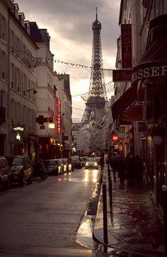 Paris + France - London Red