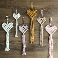 Macrame Heart Wall Hanging / Christmas Gift / Home Decor / Doorknob Hanger / Nursery Decor / Baby Shower Gift – Artesanías diy Macrame Owl, Macrame Knots, Yarn Crafts, Diy Crafts, Doorknob Hangers, Door Knobs, Macrame Wall Hanging Diy, Macrame Design, Heart Wall
