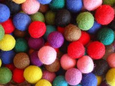 - 50 Colour Felt Balls For Nature Table Story & Fibre Art & Garden Christmas Mix, Green Christmas, Christmas Crafts, Christmas Birthday, Felt Ball Rug, Felt Ball Garland, Birthday Garland, Nature Table, Learning Colors