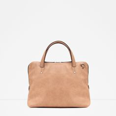 Un cabas camel parfait by Zara. A perfect camel holdall by Zara. Leather Handbags, Nude Bags, White Purses, Nude Purses, White Bags, Zara Bags, Zara New, White Handbag, Bags