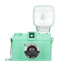 The Diana F+ Neptune Green is here to revitalize your analogue life! Featuring a cool mint coat and the Diana dreaminess you have come to love, this classic camera is set to take you on a wild medium format ride! Color Menta, Mint Color, Mint Green, Verde Tiffany, Tiffany Blue, Verde Vintage, Diana, Style Japonais, Vintage Cameras