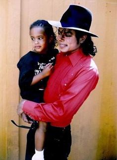"""""""Maybe my childhood was a little charmed. I got to travel the world with MICHAEL JACKSON from age three to my pre-teens. From the BAD Tour in 1987, to HIStory in '96, my father was his background singer, and I was the road-baby"""" - (Nayanna Holley – daughter of Dorian Holley, backing vocalist for Michael) - What they talk about Michael Jackson ღ @carlamartinsmj"""