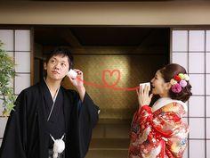 日本人だもの、一度は和装して写真に残したい♪とお考えの方、多いのではないでしょうか?? フォトアイテムは洋装に合わせやすいものが多い印象がありますが、和装でも素敵に使いたい! 和装の写真撮影で使える、はんなり和風のアイテムをご紹介☆ 和装での前撮りにぴったりの和風小物ってこんなにあるんです♡ 出典:http://kkrhotelkanazawa.gr.jp 日本人だもの、一度は和装したい♡ 挙式はウェディングドレスでも、お色直しや前撮りで和装を選ぶ方は多いと思います ウェディングドレスに合わせやすいフォトアイテムは豊富で和装でも取り入れやすいものもありますが、和装だからこそ使えるアイテムって?? 定番から新しいもの、懐かしいものまで、使えるアイテム探してみました! 『蛇の目(じゃのめ)傘』 出典:http://2kiki.com まずは外せないアイテム、蛇の目傘 出典:http://withonline.jp 様々な色や柄があるので着物とのコーディネートが楽しめます 出典:http://onestyle.co.jp 着物の柄を引き立たせてくれるシンプルなワンカラー 出...