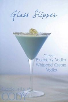 These Disney Themed Cocktails Look Way Too Good To Be True Disney Cocktails, Vodka Cocktails, Craft Cocktails, Fun Drinks, Yummy Drinks, Liquor Drinks, Martinis, Summer Cocktails, Beverages
