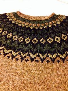 Ravelry: Project Gallery for Riddari pullover pattern by Védís Jónsdóttir Fair Isle Knitting Patterns, Fair Isle Pattern, Knitting Designs, Knit Patterns, Knitting Projects, Icelandic Sweaters, Christmas Knitting, Knit Or Crochet, Knitting Socks