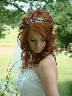 Curly Wedding Hair With Tiara Pictures 2 Design 409x546 Pixel