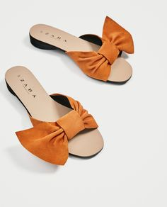 Discover the new ZARA collection online. Flat Sandals Outfit, Cute Sandals, Leather Sandals, Women's Shoes Sandals, Pretty Shoes, Cute Shoes, Me Too Shoes, Cute Slippers, Bow Shoes