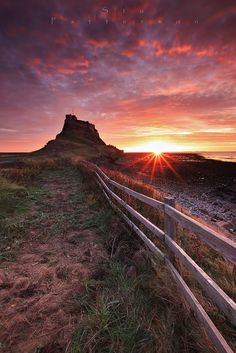 Typically blessed at Holy Island. Sunrise at Lindisfarne Castle , Northumberland. Monument Valley, Sunrise, Blessed, Castle, England, Nature, Travel, Naturaleza, Viajes