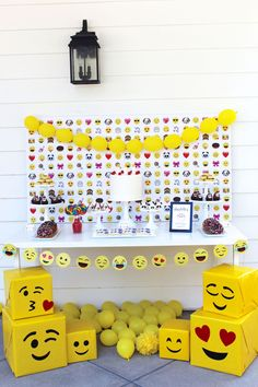 You'll cry your eyes out over this Stellar Emoji Birthday Party featured at Kara's Party Ideas! Birthday Table, 8th Birthday, Birthday Parties, Emoji Birthday Party Ideas Girls, Emoji Theme Party, Birthday Party Decorations, Party Themes, Emoji Decorations, Ideas Party