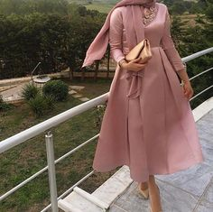 For the love of the rose - Fashion Outfits Muslim Fashion, Modest Fashion, Hijab Fashion, Fashion Dresses, Hijab Prom Dress, Modele Hijab, Girl Hijab, Hijab Chic, Muslim Women