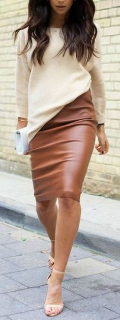 Street style outfit - leather pencil skirt and oversized cream sweater with heels Fashion Mode, Work Fashion, Womens Fashion, Style Fashion, Fashion News, Fashion Skirts, Fashion Outfits, Office Fashion, Fashion Jewelry