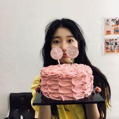 Suzy Bae x Lancôme Paris 2018 Suzy Instagram, Instagram Cake, Bae Suzy, Birthday Girl Pictures, Girl Birthday, Korean Photo, Miss A Suzy, Ulzzang Korean Girl, Korean Actresses
