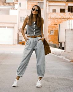 Zara has the slouchy jeans of the season, ready to Slouch Jeans, Slouchy Pants, Zara Outfit, Outfit Jeans, Slouchy Outfit, Jean Moda, Pantalon Slouchy, Black And White Jeans, Denim Fashion