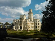 Státní zámek Hluboká | State chateau of Hluboká ve městě Hluboká nad Vltavou  v krásném počasí