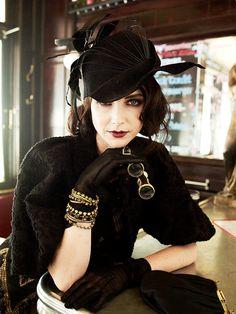 Maquillage yeux bleus en style vintage Plus Plus Vintage Stil, Mode Vintage, Looks Vintage, Style Vintage, Vintage Fashion, Vintage Hats, Victorian Fashion, Retro Style, Dame Chic