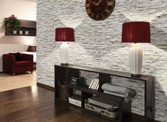 weiße Verblendsteine und dunkle Wohnzimmermöbel