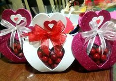 Diy Valentines Day Gifts For Him, Valentine Crafts For Kids, Valentines Day Decorations, Valentines Diy, Diy Resin Crafts, Foam Crafts, Diy Crafts To Sell, Paper Crafts, Kids Crafts