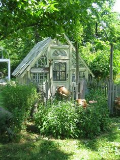 "Garden ""Shed"" - this is a great way to use salvaged windows and doors!  HWIT BLOGG: Min drömträdgård!"
