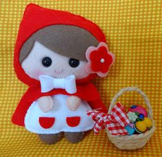 Felt little red riding hood Felt Crafts Patterns, Fabric Crafts, Sewing Crafts, Sewing Projects, Diy Crafts, Crafts For Kids, Arts And Crafts, Felt Christmas Ornaments, Felt Brooch