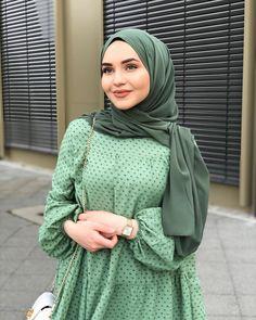 Modesty Fashion, Abaya Fashion, Muslim Fashion, Fashion Outfits, Hijab Style Dress, Casual Hijab Outfit, Hijab Trends, Hijab Fashion Inspiration, Korean Girl Fashion