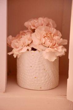 #flowers #flowers_lover #oeillets #oeilletsnude #carolinesweetmemories_flowers #myriamaitamarceramics #carolinesweetmemories Just Peachy, Nude Color, Sweet Memories, Deserts, Baking, Flowers, Plants, Pink, Handmade