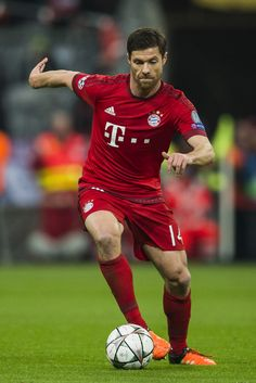 Bayern Munich's Spanish midfielder Xabi Alonso runs with the ball during the UEFA Champions League, Round of 16, second leg football match FC Bayern Munich v Juventus in Munich, southern Germany on March 16, 2016.