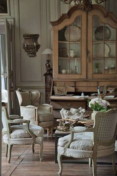 Excellent modern french country decor are offered on our internet site. Have a look and you wont be sorry you did. Modern French Country, French Country Living Room, French Country Cottage, Rustic French, French Countryside, French Country Bathrooms, Country Kitchens, Vintage Country, Hotel Lounge