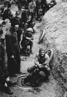Batería de morteros de trinchera, tipo Erdhart de 76 mm., emplazada en las posiciones republicanas que cercaban en Oviedo.
