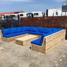 Garden Furniture Design, Pallet Garden Furniture, Yard Furniture, Outdoor Furniture Plans, Wood Crafts Furniture, Fire Pit Seating, Backyard Seating, Backyard Patio Designs, Corner Sofa Garden