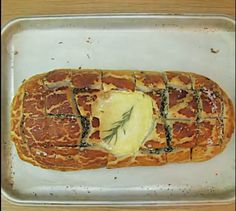 Camembert / Brie Hedgehog bread http://foodenvy.tv/camembert-hedgehog-bread/