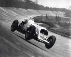 jacqalan: 1935,Brooklands . John Cobb on a 24000cc (!) Napier Railton set the lap record with a lap at 143,4 mph.