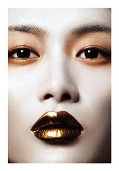 Bronze lips